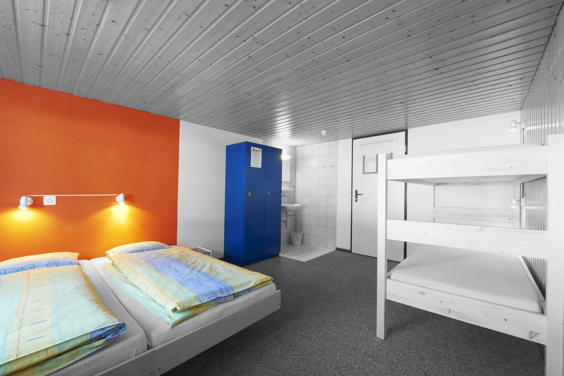Hostel – tani nocleg w centrum miasta zamiast pokoi lub apartamentów