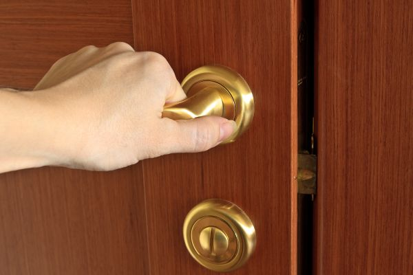 drzwi-z-klamka
